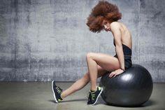 Mal au dos, besoin de se muscler, de s'assouplir ? Ce gros ballon est ludique, efficace, et parfait pour se tonifier !