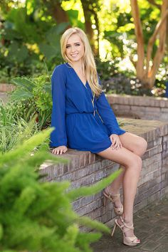 Blog Senior portrait ideas, senior girl, posing ideas for senior portraits high school photography, graduation pictures, outfit and style inspiration | senior style guide #seniorpictures #seniorphotography #seniorstyle #seniorphoto