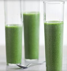 Stirway to heaven: Green Smoothie with Spinach, Avocado and Cucumber