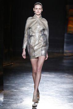 Iris Van Herpen Ready-to-Wear - Autumn 2016 Iris Van Herpen, Modern Fashion, Fashion Design, Textile Design, Ready To Wear, High Neck Dress, Autumn, Lady, How To Wear