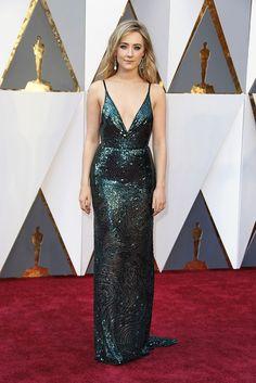Saoirse Ronan, nominada para Mejor Actriz con Brooklyn, se ve estilizada y juvenil en su Calvin Klein verde ¿te gusta?