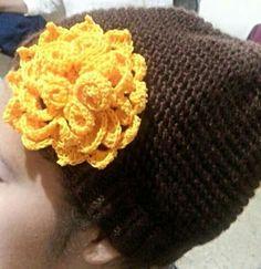 Gorro dos agujas aplicación flor Crochet