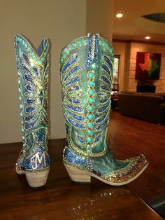 Paradise swarovski crystal bling cowgirl boots-most unusual. Cowgirl Mode, Cowgirl Style, Cowgirl Boots, Cowgirl Bling, Ugg Boots, Bootie Boots, Shoe Boots, Western Wear, Western Boots