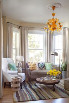 Beautiful Curtain Designs for Windows in Colorful Fabric: Chic Contemporary Family Room Design Interior In Small Space With Beige Curtain De...