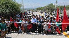 Durante su visita al municipio de Altepexi, el gobernador Rafael Moreno Valle inauguró el adoquinamiento de la calle Camino Antiguo a Tehuacán y el andador de la calle 5 de Mayo, además de supervisar los trabajos de puentes en caminos cosecheros.