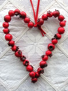 I Heart Christmas~Cranberry Ornament By LOVE STITCHING RED @Flickr: Berry Christmas! (I would like to make this using red beads...so it would last.)