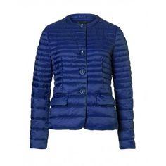 Piumino imbottito, in nylon, girocollo, due tasche a pattina sui fianchi, chiuso davanti con bottoni.2BA253216 BLUE