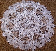 encajes des bolillos bobbin tape lace Needle Lace, Bobbin Lace, Easy Art, Simple Art, Lace Braid, Diy And Crafts, Hobbies, Sewing, Antiques