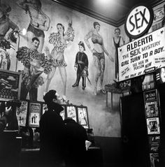 Eve Arnold.  Hubert y rsquo; s Museo 42nd St, Nueva York, 1950. [:: SEMAP FB ||  SEMAP ::]