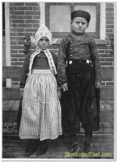 Boy and girl of Volendam c. 1916