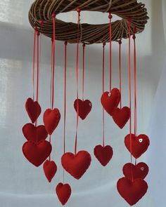 Red felt heart mobile for St Valentine. Saint Valentine, Valentine Heart, Valentine Day Gifts, Valentines, Valentine Ideas, Easy Crafts, Diy And Crafts, Arts And Crafts, Flower Drawing Images