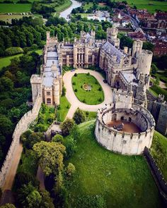Arundel Castle is a restored and remodelled medieval castle in Arundel, West Sussex, England. Beautiful Castles, Beautiful Buildings, Beautiful Places, Wonderful Places, Medieval Fortress, Medieval Castle, Castle Ruins, Chateau Moyen Age, Arundel Castle