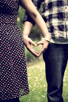 知らなかった!男性が「手を繋ぐ」よりも好きな行為って? - Locari(ロカリ)