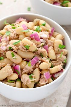 This healthy Tuna & White Bean Salad requires only 6 ingredients and 10 minutes to make! A tasty satisfying and protein-packed meal. Healthy Food Habits, Healthy Tuna, Healthy Meals To Cook, Healthy Food List, Healthy Food Choices, Healthy Eating Recipes, Cooking Recipes, Healthy Plate, Vegetarian Meals