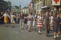 Bevrijding Eindhoven 1944 (kleur) History Online, Women In History, Ww2 History, Eindhoven Netherlands, Operation Market Garden, British Army, Military History, Vintage Photographs, World War Two