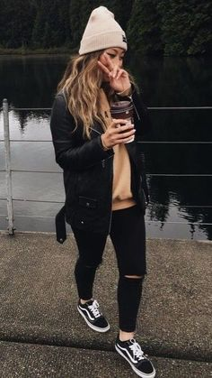nude pulli, black skinnies-vans-bommel mütze-leder bomberjacke, langarm unter p. - nude pulli, black skinnies-vans-bommel mütze-leder bomberjacke, langarm unter pulli Source by - Uni Outfits, Cute Outfits For School, Tomboy Outfits, Mode Outfits, Jean Outfits, Outfits With Black Jeans, All Black Outfit Casual, Black Jeans Outfit Winter, Casual Wear