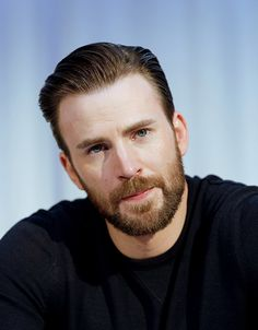 Chris Evans during the 'Captain America: Civil War' film photocall in Los Angeles, California on April Chris Evans Beard, Chris Evans Funny, Robert Evans, Capitan America Chris Evans, Chris Evans Captain America, Steven Grant Rogers, Steve Rogers, Christopher Evans, Great Beards