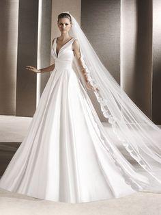 RALEA Brautkleid mit V-Ausschnitt