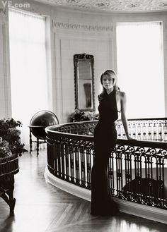Gwyneth Paltrow, photo by Mario Testino for Vanity Fair / Sept 2000.  #GIRLSKICKASS