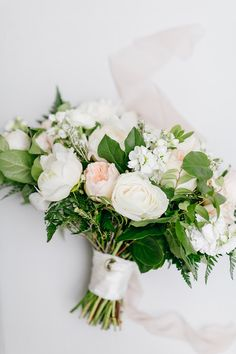 garden wedding bouquet blush and white florals | Photography: Emily Wren Photography