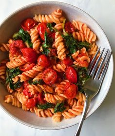 Hearty Kale and Marinara Pasta - minimaldesign.supertahmin- Hearty Kale and Marinara Pasta – minimaldesign.supertahmin Hearty Kale and Marinara Pasta – - Healthy Dishes, Healthy Meal Prep, Healthy Dinner Recipes, Healthy Snacks, Vegetarian Recipes, Healthy Eating, Pescatarian Recipes, Diet Recipes, Easy Snacks