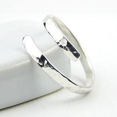 Martillado de plata esterlina, anillo de pulgar, abrigo alrededor de anillo, anillo de declaración, anillo de circunvalación, joyería de plata esterlina de PuranaJewellery en Etsy https://www.etsy.com/mx/listing/161483118/martillado-de-plata-esterlina-anillo-de