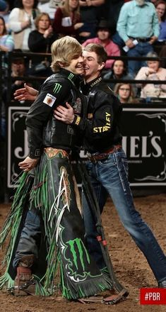 Derek Kolbaba & Jess Lockwood they are the best young riders Hot Country Men, Cute Country Boys, Rodeo Cowboys, Hot Cowboys, Real Cowboys, Jess Lockwood, Professional Bull Riders, Estilo Country, Rodeo Life