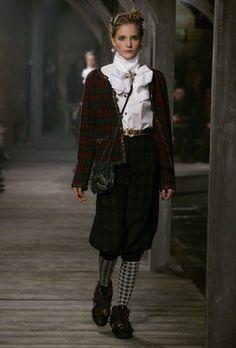 Фееричная коллекция Chanel Pre-fall 2013 | Metier d'Art Сhanel | Мария Стюарт, Коко Шанель, Карл Лагерфельд | Замок Линлитгоу, Шотландия