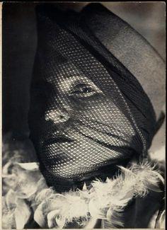 Munio Weinraub ~Visage de femme à voilette