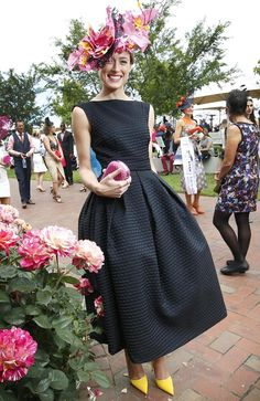 Winner of Melbourne Cup Fashion in the Field Emily Hunter in a dress made by her mother. Kentucky Derby Outfit, Kentucky Derby Fashion, Derby Attire, Race Day Fashion, Races Fashion, Look Fashion, Fashion Outfits, Derby Day Fashion, Yoga Outfits