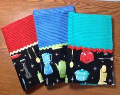 Retro dish towels Sewing Tips, Sewing Hacks, Sewing Ideas, Sewing Projects, Dish Towels, Hand Towels, Tea Towels, Kitchen Products, Kitchen Stuff