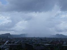 2013年7月7日  七夕当日午前の通り雨。 梅雨明け間近かと思われる。