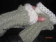 Maritas håndarbeider: Pulsvanter i grønt med blonde Knitting For Charity, Fingerless Gloves, Arm Warmers, Fashion, Fingerless Mitts, Moda, Fashion Styles, Fingerless Mittens, Fashion Illustrations