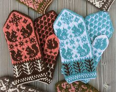 Ravelry: Squirrels and acorns mittens pattern by Takeko Tanabe Mittens Pattern, Knit Mittens, Mitten Gloves, Knitting Charts, Knitting Patterns, Wrist Warmers, Acorn, Knitting Projects, Ravelry