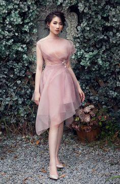 Ideas Dress Simple Evening Haute Couture Source by dresses simple Trendy Dresses, Elegant Dresses, Cute Dresses, Casual Dresses, Fashion Dresses, Hijab Casual, Abed Mahfouz, Look Fashion, Fashion Design