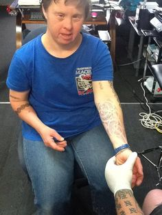 Tattooist Kindly Gives Down Syndrome Lady Stick-On Tattoos Every Friday