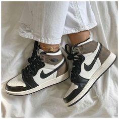 💌 𝐒𝐄𝐋𝐈𝐍𝐀 💌 #sneaker #head #girl #aesthetic #sneakerheadgirlaesthetic Dr Shoes, Cute Nike Shoes, Swag Shoes, Cute Nikes, Cute Sneakers, Nike Air Shoes, Hype Shoes, Shoes Sneakers, Brown Nike Shoes