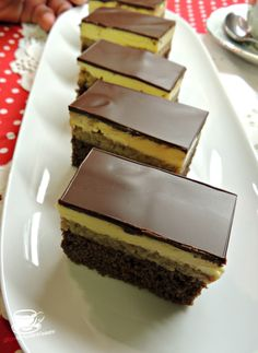 Romanian Desserts, Romanian Food, No Bake Desserts, Easy Desserts, Dessert Recipes, Good Food, Yummy Food, Cookie Recipes, Food To Make
