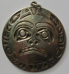 SIGNED T. WLLS VINTAGE HAIDA INDIAN ENGRAVED STERLING SILVER MOON FACE PENDANT