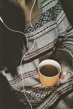 coffee, music and cozy sweater aka the daily essentials. Selfies, Foto Pose, Girl Photography Poses, Stylish Girl, Stylish Dpz, Belle Photo, Fairy Lights, South Beach, Girl Photos