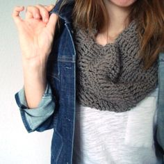 The perfect project for coming Fall days, this cowl is quick and easy to make! suitable for a novice crocheter.