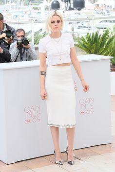 白 Tee 也可以穿出貴氣!Kristen Stewart 穿 T-Shirt 出席康城電影節