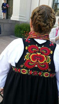 Festbunad fra øvre Hallingdal Oslo, Four Square, Norway, Scandinavian, Birth, Embroidery, Country, Clothes, Beautiful