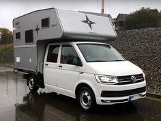 Die Nordstar Camp 9 C Wohnkabine ist unsere kompakteste Wohnkabine für den VW T5 und T6 Doppelkabiner Pritschenwagen. Die Nordstar Camp 9 C Wohnkabine ist voll wintertauglich und bietet Dank der kompakten Abmessungen die Möglichkeit, bei aufgesattelter Absetzkabine noch einen Hänger zu ziehen. Vw T5, Vw Doka, Volkswagen, Truck Camper, Camper Van, Vw Pickup, Cool Campers, Mini Trucks, Motorhome