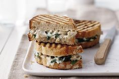 Wilted spinach, shredded chicken and cheese in a creamy sauce makes delicious panini filling on crusty bread spread with additional cream sauce. La Florentine, Chicken Florentine, Pita Recipes, Panini Recipes, Paninis, Quesadillas, Burritos, Sauce Alfredo, Chicken Panini