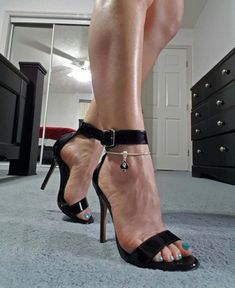 Queen of Spades Charm Euro Snake Anklets for Hotwives Cuckold BBC Lovers. Swinger Lifestyle Fashion Jewelry Anklets in Silver, Gold or Black Open Toe High Heels, Hot High Heels, Sexy Heels, Stiletto Heels, Karl Kraus, Feet Gallery, Ankle Chain, Gorgeous Feet, Female Feet