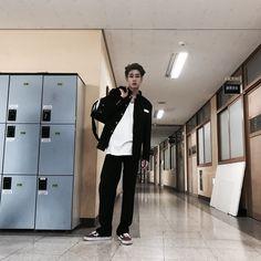 lmao seungwoo serving highschool badboy looks 😂🖤 Liu Kang, Boyfriend Photos, Boyfriend Material, Pretty Boys, Boy Groups, Daddy, Kpop, Ulzzang Boy, Role Play