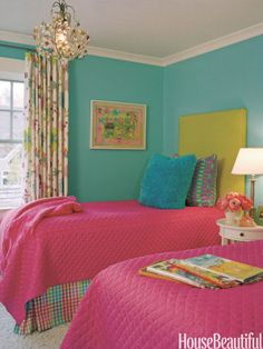 Bright and colorful bedroom. Designer: Jodi Macklin. Photo: Anice Hoachlander/HDPhoto. housebeautiful.com