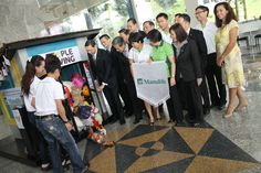 Successful collection after the first 2 weeks at Menara Manulife. George Chew, CEO of Manulife with his management team presenting the toys and books to Dr Peggy Wong of LivingHope. Happy Library is a program by PeopleGiving.