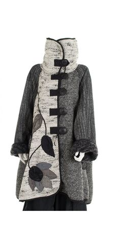 Use wool, Mara Gibbucci Luxurious Gold Label Applique Coat Altered Couture, Mode Vintage, Mode Inspiration, Black Fabric, Refashion, Diy Clothes, Mantel, Style Me, Winter Fashion